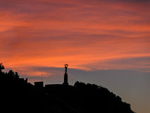 Άγαλμα ελευθερίας στο ηλιοβασίλεμα, Βουδαπέστη Στοκ Εικόνα