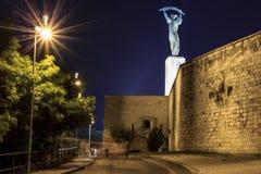 Άγαλμα ελευθερίας τη νύχτα, Βουδαπέστη Στοκ εικόνα με δικαίωμα ελεύθερης χρήσης