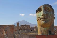 Άγαλμα και Βεζούβιος της Πομπηίας Στοκ Φωτογραφίες