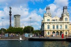 Άγαλμα και λιμένας Vell του Columbus στη Βαρκελώνη, Ισπανία Στοκ φωτογραφία με δικαίωμα ελεύθερης χρήσης