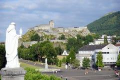 Άγαλμα και κάστρο Στοκ εικόνα με δικαίωμα ελεύθερης χρήσης