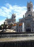 Άγαλμα και πηγή παλατιών αιθουσών πόλεων Cybele Palacio de Cibelas Στοκ Εικόνα