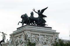 Άγαλμα μιας γυναίκας που οδηγά μια μεταφορά αλόγων στη Βιέννη Αυστρία Στοκ εικόνα με δικαίωμα ελεύθερης χρήσης