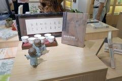 Άγαλμα μοναχών μωρών και καινούργιο βιβλίο του βιβλιοπωλείου liudushuwu Στοκ εικόνα με δικαίωμα ελεύθερης χρήσης