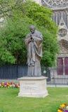 Άγαλμα Παπάντων Ιωάννης Παύλος Β' στο νότο της Notre Dame Στοκ φωτογραφία με δικαίωμα ελεύθερης χρήσης