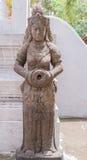 Άγαλμα πετρών γυναικών του ναού Khao Sok στην Ταϊλάνδη Στοκ φωτογραφία με δικαίωμα ελεύθερης χρήσης