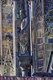 Άγαλμα που δημιουργείται ως μέρος ενός γοτθικού architechture συμβολισμού οικοδόμησης Στοκ Φωτογραφία