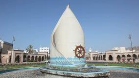 Άγαλμα σε μια διασταύρωση κυκλικής κυκλοφορίας Muscat, Ομάν απόθεμα βίντεο