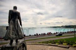 Άγαλμα τέσλα της Nikola - καταρράκτες του Νιαγάρα Στοκ Εικόνα
