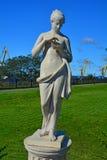 Άγαλμα της Αφροδίτης με μια πεταλούδα στο προαύλιο της στοάς Vyborg ερημητηρίων σε Vyborg, Ρωσία Στοκ Φωτογραφίες
