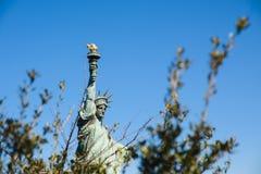 Άγαλμα της ελευθερίας ενάντια στον ουρανό Στοκ εικόνα με δικαίωμα ελεύθερης χρήσης