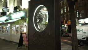 Άγαλμα της Agatha Christie στο Λονδίνο απόθεμα βίντεο