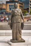 Άγαλμα της Kirsten Flagstad μπροστά από τη Όπερα Στοκ εικόνα με δικαίωμα ελεύθερης χρήσης