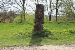 Άγαλμα της Virgin που χαράζεται στο ξύλο στοκ εικόνες