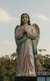 Άγαλμα του αγγέλου στην προσευχή Στοκ Φωτογραφίες