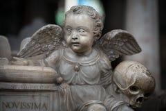 Άγαλμα του αγοριού αγγέλου στην εκκλησία Σουηδία, Ευρώπη Στοκ Φωτογραφία