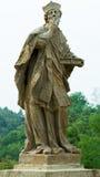 Άγαλμα του βασιλιά ST με το βιβλίο ελαιόπρινου στοκ εικόνες με δικαίωμα ελεύθερης χρήσης