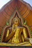 Άγαλμα του Βούδα πάνω από ένα βουνό Στοκ Εικόνες