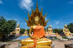 Άγαλμα του Βούδα σε Wat Phai Rong Wua, Suphanburi στοκ εικόνες
