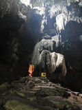 Άγαλμα του Βούδα στη σπηλιά στοκ φωτογραφία με δικαίωμα ελεύθερης χρήσης