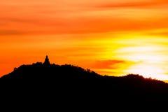 Άγαλμα του Βούδα στο βουνό Στοκ Εικόνες