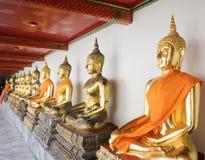 Άγαλμα του Βούδα στο βουδιστικό ναό Στοκ Εικόνες