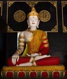 Άγαλμα του Βούδα στο ναό στοκ εικόνες