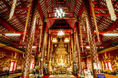 Άγαλμα του Βούδα στο ναό Chiangmai, Ταϊλάνδη ατόμων Wat Chiang Στοκ Εικόνα