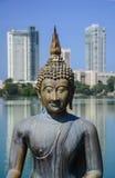 Άγαλμα του Βούδα στο ναό Gangarama Στοκ εικόνα με δικαίωμα ελεύθερης χρήσης