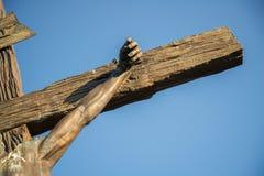 Άγαλμα του Ιησού στο σταυρό Στοκ εικόνα με δικαίωμα ελεύθερης χρήσης