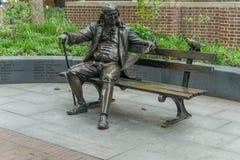 Άγαλμα του Benjamin Franklin στον πάγκο Στοκ Εικόνα