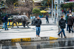 Άγαλμα του Bull στην πλατεία Kadikoy στη Ιστανμπούλ, Τουρκία Στοκ Εικόνες
