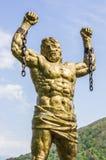 Άγαλμα του PROMETHEUS με τη σπασμένη αλυσίδα Στοκ Φωτογραφία