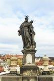 Άγαλμα του ST Anthony της Πάδοβας στη γέφυρα του Charles στην Πράγα Στοκ Φωτογραφίες