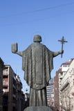 Άγαλμα του ST Sava μπροστά από το ναό του ST Sava που απασχολεί την πόλη των μπελ Στοκ Εικόνες