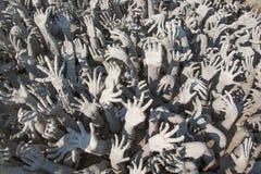 Άγαλμα χεριών από την κόλαση σε Wat Rong Khun Στοκ Εικόνα