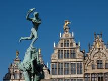 Άγαλμα Brabo στο τετράγωνο αγοράς σε Antwerpen Στοκ Εικόνες