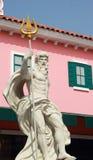 Άγαλμα Cupids - με τα ρόδινα κτήρια. Στοκ Εικόνα