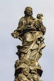 Άγαλμα Madonna και του ST Bernard στη γέφυρα του Charles στην Πράγα Στοκ εικόνα με δικαίωμα ελεύθερης χρήσης