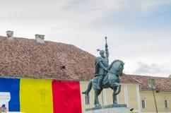 Άγαλμα Mihai Viteazul στη Alba Iulia στοκ φωτογραφία