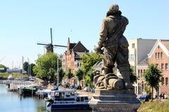 Άγαλμα Piet Heyn σε Delfshaven, Κάτω Χώρες στοκ εικόνες