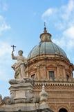 Άγαλμα Santa Rosalia μπροστά από τον καθεδρικό ναό του Παλέρμου Στοκ Εικόνες