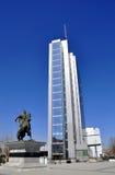 Άγαλμα Scanderbeg στο τετράγωνο που ονομάζεται μετά από τον στο κέντρο πόλεων στοκ εικόνα