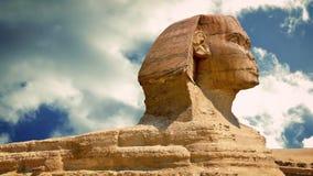 Άγαλμα Sphinx με τη διάβαση των σύννεφων φιλμ μικρού μήκους