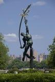 Άγαλμα Thrower πυραύλων στο ξέπλυμα του πάρκου κορώνας λιβαδιών, βασίλισσες Στοκ φωτογραφίες με δικαίωμα ελεύθερης χρήσης