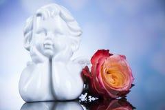 Άγγελος, ημέρα του ευτυχούς βαλεντίνου, υπόβαθρο καθρεφτών στοκ φωτογραφία