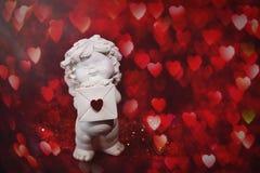 Άγγελος μωρών χερουβείμ με την καρδιά και bokeh στοκ εικόνες με δικαίωμα ελεύθερης χρήσης