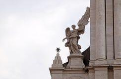 Άγγελος στην πύλη Valle della Sant Andrea της εκκλησίας στη Ρώμη στοκ φωτογραφίες