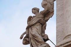 Άγγελος στην πύλη Valle della Sant Andrea της εκκλησίας στη Ρώμη Στοκ Φωτογραφία