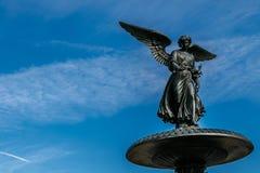 Άγγελος του αγάλματος νερών Στοκ φωτογραφία με δικαίωμα ελεύθερης χρήσης
